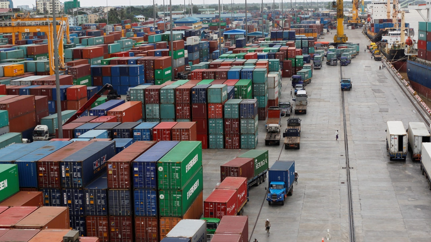 Myanmar-trade-port-container-river-export-economy-business-investment-ship-2